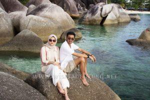 objek wisata pantai tanjung tinggi termasuk dalam paket honeymoon belitung 4d3n